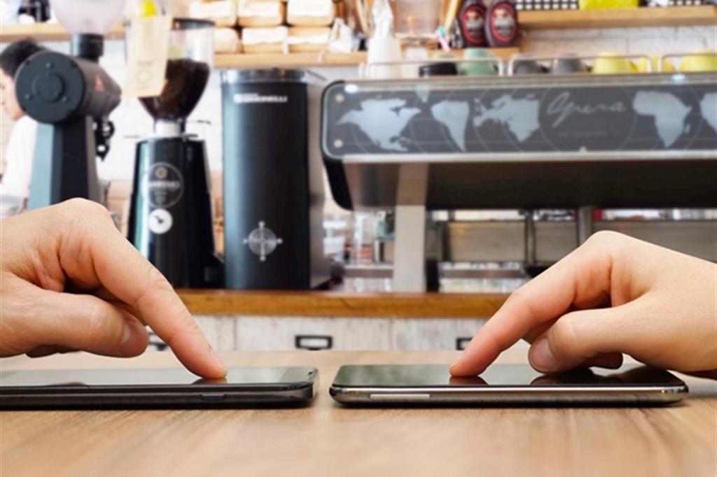Il caso. L'insostenibile dipendenza dallo smartphone
